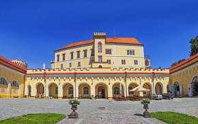 33% Jižní Morava: 3-5 denní zámecký pobyt pro DVA s…