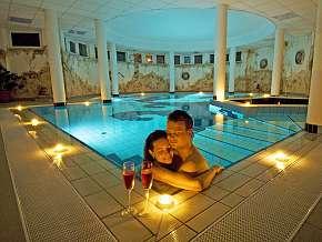 Sleva 58% - Maďarsko: 3 denní wellness pobyt pro DVA v hotelu Venus s polopenzí.