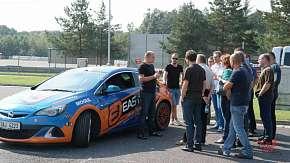 Sleva 60% - Revoluční škola smyku a bezpečné jízdy Easydrift v Bělé pod Bezdězem: praxe i teorie…
