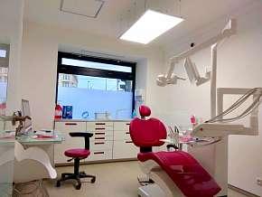 Sleva 35% - Kompletní dentální hygiena: odstranění zubního kamene, Air Flow a instruktáž poblíž…