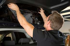 Sleva 64% - Tónování autoskel pomocí speciálních fólií, které chrání před oslněním, UV zářením i…