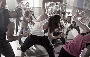 Sleva 37% - Lekce tance: 1× nebo 4× 60 minut zábavy při Dancehallu, Vogue či Body Balletu na…