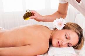Sleva 30% - Luxusní masáž krční páteře, zad a chodidel s olejem dle vlastního výběru - 1 nebo 5…