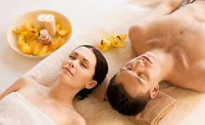 Sleva 68% - Thajská jasmínová relaxační olejová masáž od rodilých Thajek pro 2 osoby v délce 60…