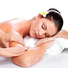 Sleva 38% - Jedinečná hodinová masáž dle výběru v centru. Užijte si ničím nerušený relax, vhodné…