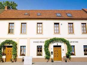 Sleva 15% - Jižní Morava: 3 denní pobyt pro DVA v penzionu Herbenka se snídaní a lahví vína.