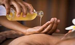 Sleva 45% - Thajská olejová masáž pro 2 osoby v salonu Eden's Garden v délce 60 minut