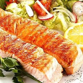 Sleva 37% - Pečený losos ve Švejk restaurantu Strašnice a jako dezert zmrzlina.
