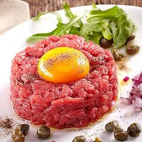 Sleva 52% - Tatarský biftek ve Švejk Restaurant Strašnice s 16 topinkami. Užijte si příjemný…