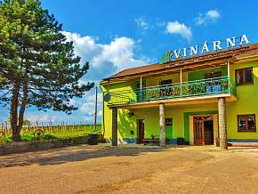 Sleva 30% - Jižní Morava: 3 denní pobyt pro DVA v penzionu U Tomčalů  s degustací a lahví vína.