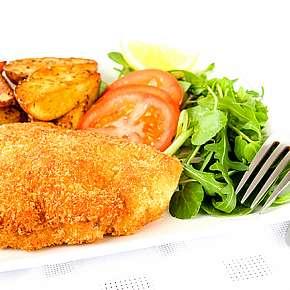Sleva 73% - Smažená krkovička v kukuřičných lupíncích a sezamu, brambory, tatarka, dip, salát a…