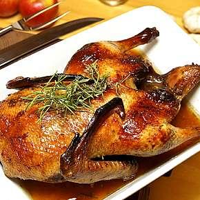 Sleva 49% - Servírovaná kachna na korýtku s knedlíky a zelím s jablíčkem a pomerančem až pro 4…