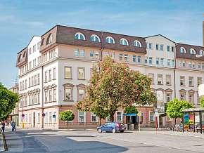 Sleva 30% - Poděbrady: 3 denní pobyt pro DVA v hotelu Junior s polopenzí + lahev vína.