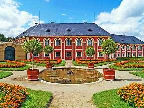 Sleva 21% - Zámek Veltrusy: 2 denní poznávací pobyt pro DVA na zámku Veltrusy s polopenzí.