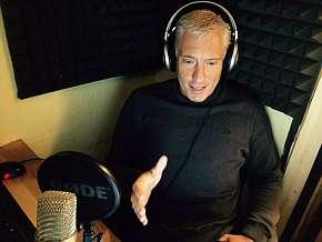 Sleva 67% - 3denní moderování v rádiu pro jednu osobu: teorie, živé vysílání, příprava zpráv +…