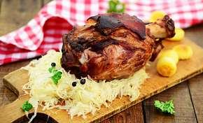 Sleva 49% - Grilované vepřové koleno pro 2-4 osoby v oblíbeném Švejk Restaurantu v pražských…