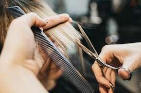 Sleva 67% - Kadeřnický balíček pro všechny délky vlasů: mytí, střih konečků + barva nebo ombré a…