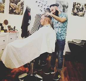 Sleva 34% - Péče v holičství - barber shopu: pánský či chlapecký střih, úprava vousů nebo…