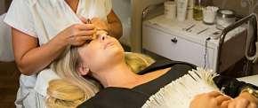 Sleva 40% - Kosmetické ošetření pleti: čištění pomocí ultrazvuku a diamantové dermabraze v délce…