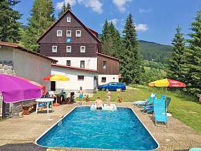 Sleva 17% - Krkonoše: 3 denní pobyt pro DVA v horském hotelu Flora s bazénem a polopenzí.