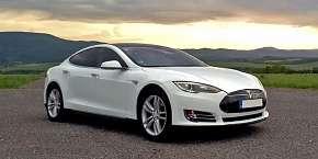 Sleva 23% - Jízda v elektromobilu Tesla Model S P85: spolujezdcem či řidičem na 30-60 minut bez…