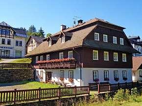 Sleva 26% - Krkonoše: 3 denní pobyt pro DVA v horském penzionu Samohel s bazénem a polopenzí.