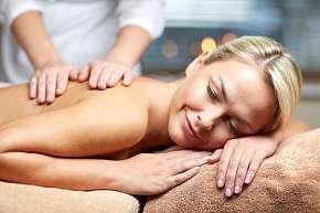 Sleva 70% - Masáž: na výběr ajurvédská, aromaterapeutická, mořská, lávovými kameny a dalších 6…