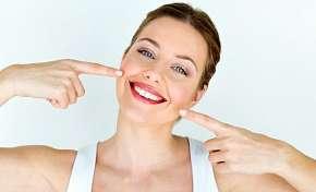 Sleva 85% - Bezperoxidové bělení zubů s částečkami z aktivního uhlí přístrojem WHITEN LED v…