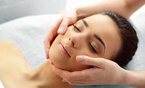 Sleva 29% - Královsky nabitý balíček plný péče a hýčkání v délce 170 minut - kosmetika, masáž a…