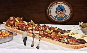Sleva 50% - 1kg Švejkovo koryto s 8 druhy masa pro 2 až 4 osoby ve Švejk Restaurantu ve…