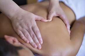 Sleva 69% - Balíček relaxace pro ženy i muže na 120 minut: masáž zad a hlavy, lymfodrenáž,…