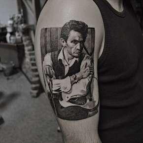 Sleva 44% - Nové tetování s motivem v profesionálním studiu Bronx Ink