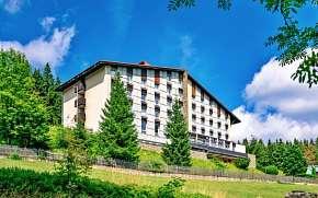 Sleva na pobyt 37% - Šumava: 3-6 denní pobyt pro DVA u skiareálů v Hotelu…