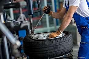 Sleva 50% - Kompletní přezutí kol nebo pneumatik osobního automobilu s úschovou kol v Plzni