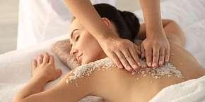 Sleva 33% - Dopřejte své pokožce speciální péči: Peeling a tělový zabal s Himalájskou solí