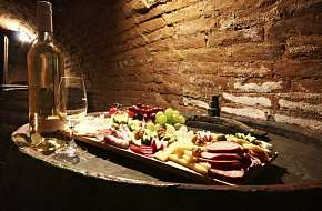 24% Jižní Morava: 3 denní vinařský pobyt pro DVA s…