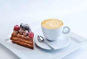 Sleva 24% - Příjemné posezení u lahodné kávy a chutného raw dortu dle výběru pro 2 osoby v MyRaw…