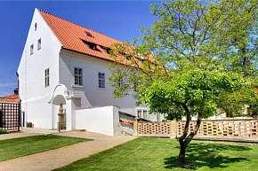 49% Romantický hotel Monastery **** v klidné zahradě…
