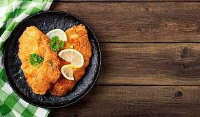 Sleva 16% - Šťavnaté kuřecí řízečky s oblohou a košíkem chleba v restauraci Max v Ostravě