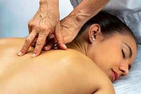 Sleva 27% - Exkluzivní 90 minutová masáž dle výběru včetně osvěžujícího nápoje v masérském…