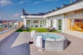 14% Ubytování se snídaní, vířivkou a saunou na střeše…
