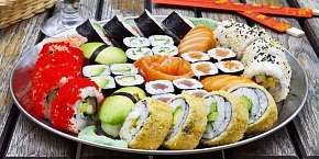 Sleva 50% - Až 60% sleva na 24 až 81 kousků sushi s sebou z Asian House Vršovice, ochutnat…