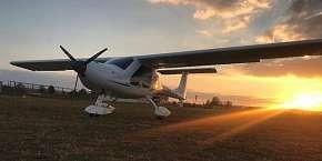 Sleva 20% - Vyhlídkový let nad Karlštejnem, Točníkem i Křivoklátem s možností pilotování