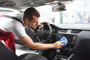 Sleva 33% - Kompletní čištění a tepování interiéru vozu včetně oken a ošetření vnitřních plastů