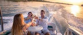 Sleva 50% - Plavba na párty lodi po Vltavě až pro 9 osob na 1, 2 nebo 3 hodiny se zkušeným…