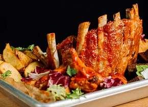 Sleva 0% - 2 kg šťavnatého masa pro partu kamarádů včetně přílohy a omáček v oblíbeném Švejk…