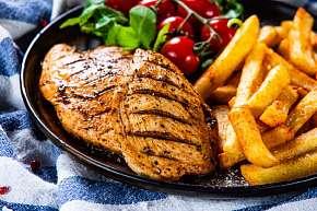 Sleva 25% - Bašta v restauraci Kovářská - vepřové a kuřecí steaky s přílohou hranolků, domácích…