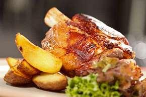 Sleva 0% - 2 kg šťavnatého masa pro partu kamarádů včetně přílohy a omáček v restauraci…