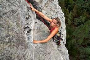 Sleva 59% - Jednodenní či dvoudenní kurz lezení pro 1 až 2 osoby včetně zapůjčení výstroje a…