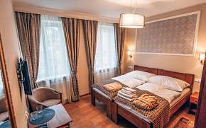 37% Karlovy Vary v blízkosti kolonády a Alžbětiných…